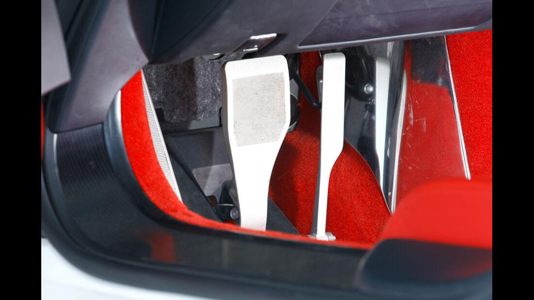 Lexus LFA, Pedale
