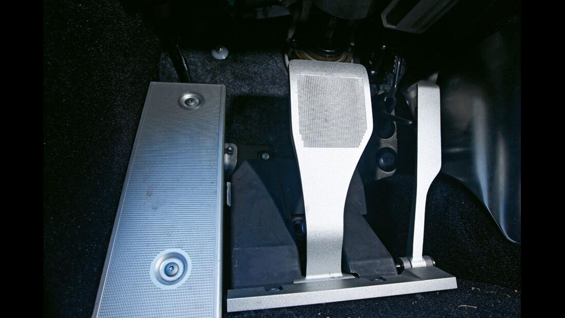 Lexus LFA mit Nürburgring Package, Pedale