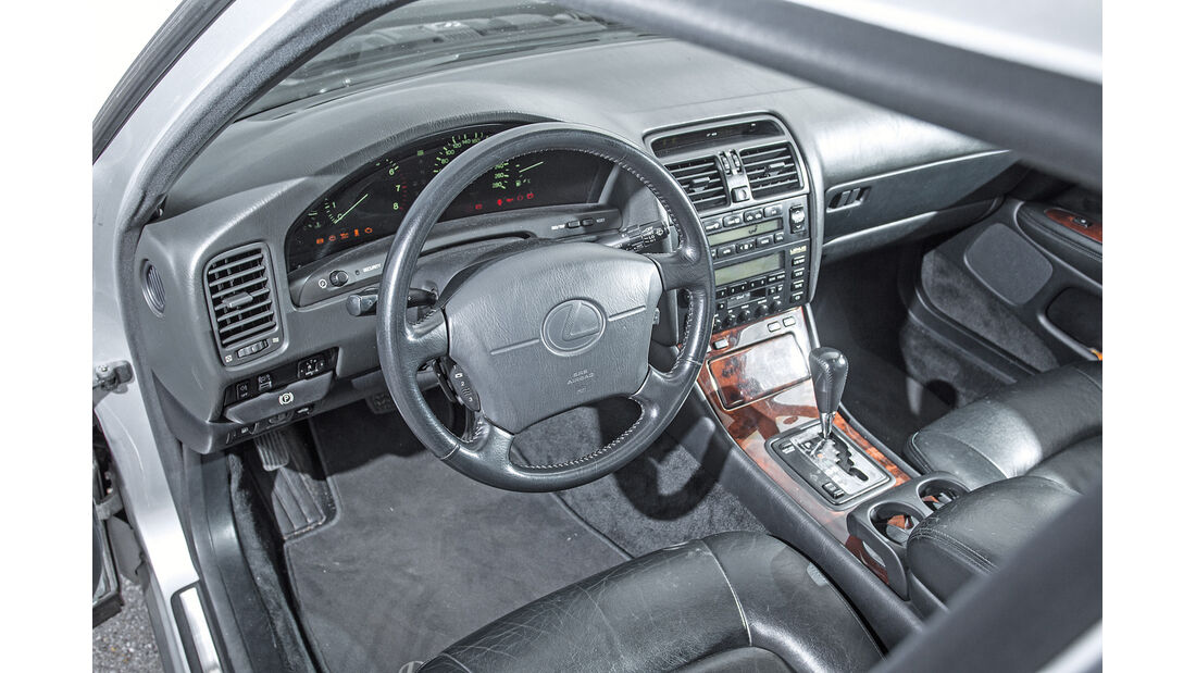 Lexus LS 400, Cockpit