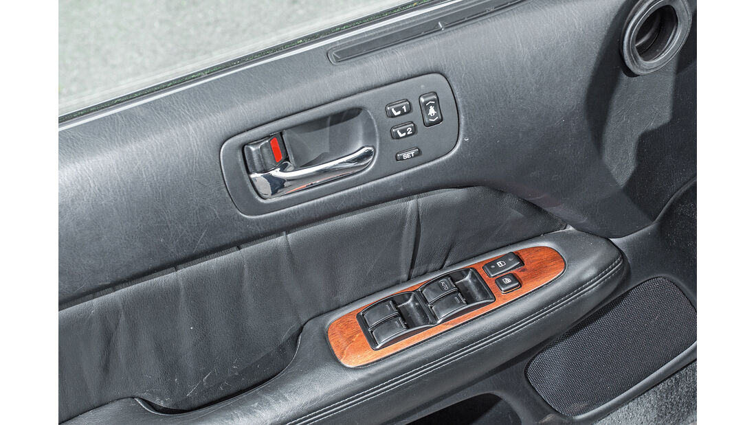 Lexus LS 400, Türbedienung