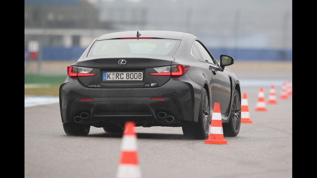 Lexus RC F Advantage, Heckansicht, Slalom