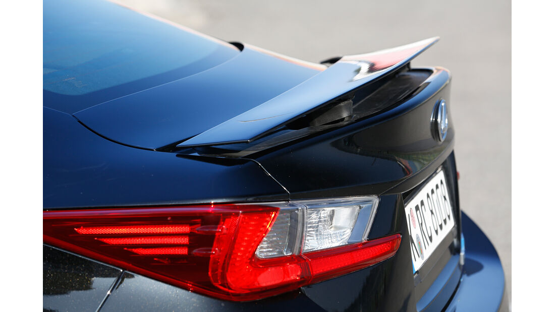Lexus RC F, Heckspoiler