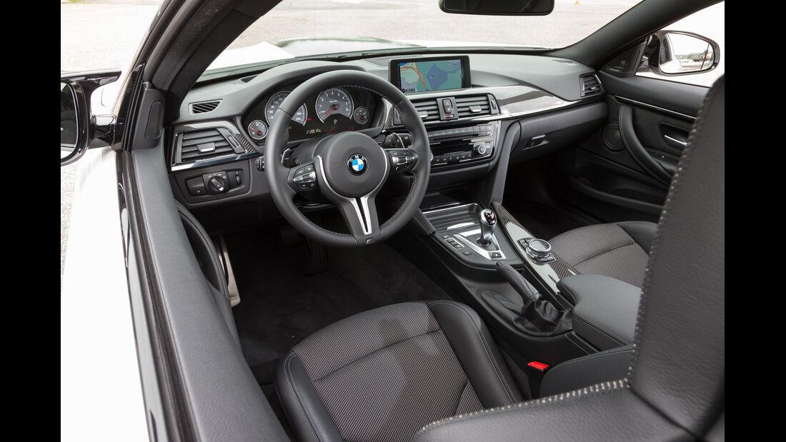 Lightweight BMW M4 Coupé, Cockpit