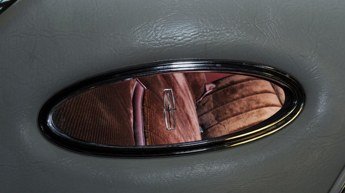 Lincoln Continental Mark V, Detail, Opera window