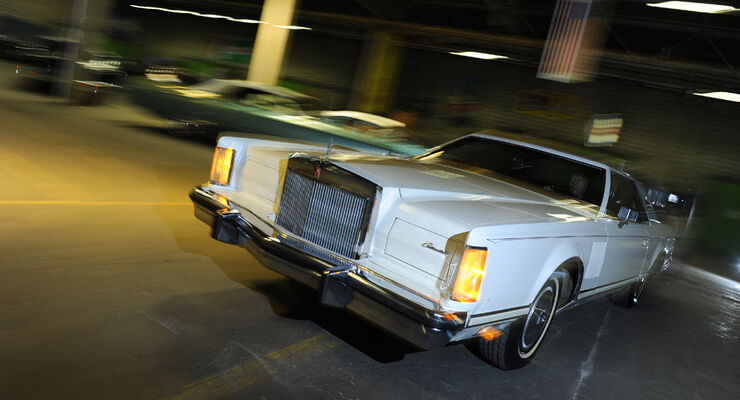 Lincoln Continental Mark V, Front