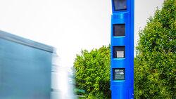Lkw-Maut-Säule, blauer Blitzer