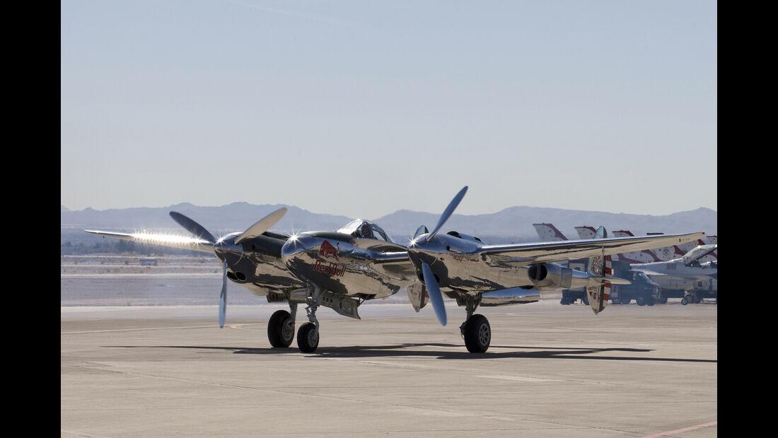 Lockheed P-38 Lightning - Red Bull
