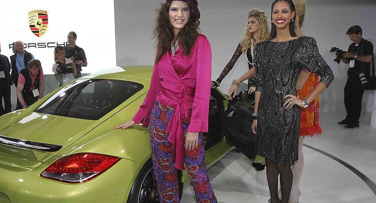 Los Angeles Auto Show Girls