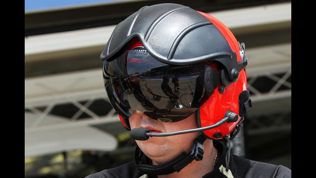 Lotus - 2012 - Mechaniker - Helme - Formel 1