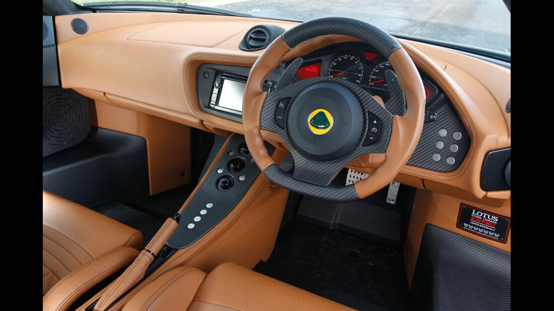 Lotus Evora GTE, Cockpit