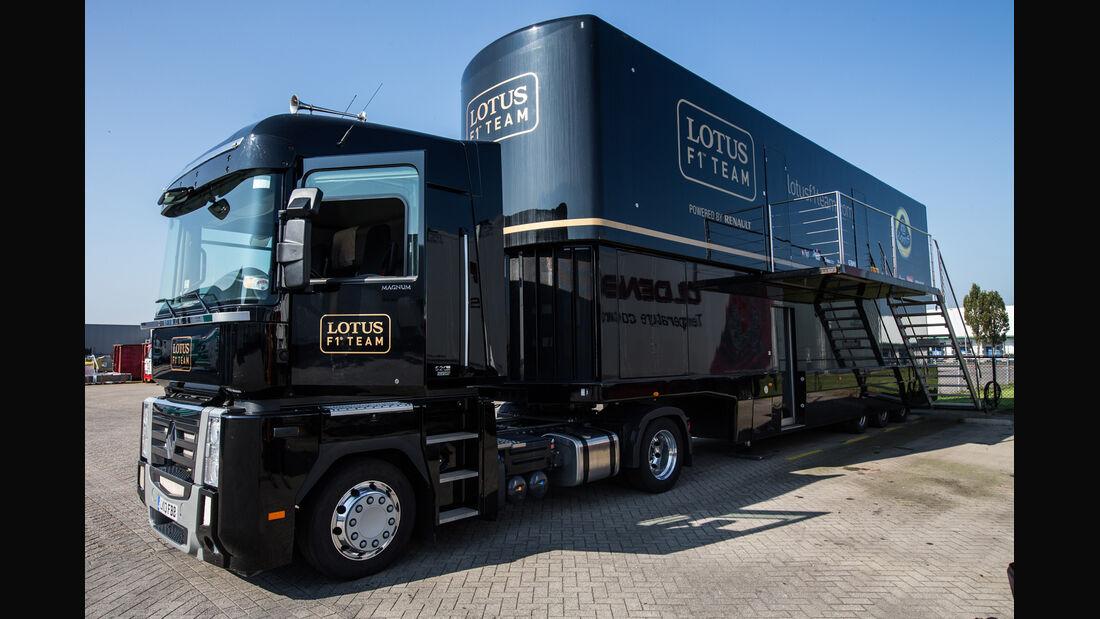 Lotus F1 Race-Trailer