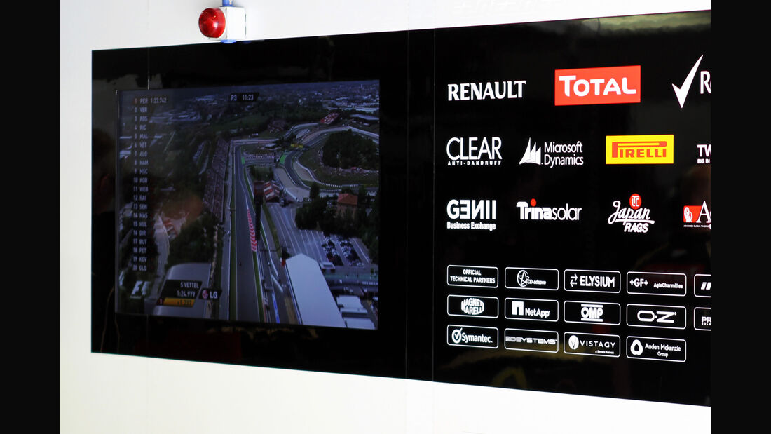 Lotus-Garage - GP Spanien - 12. Mai 2012
