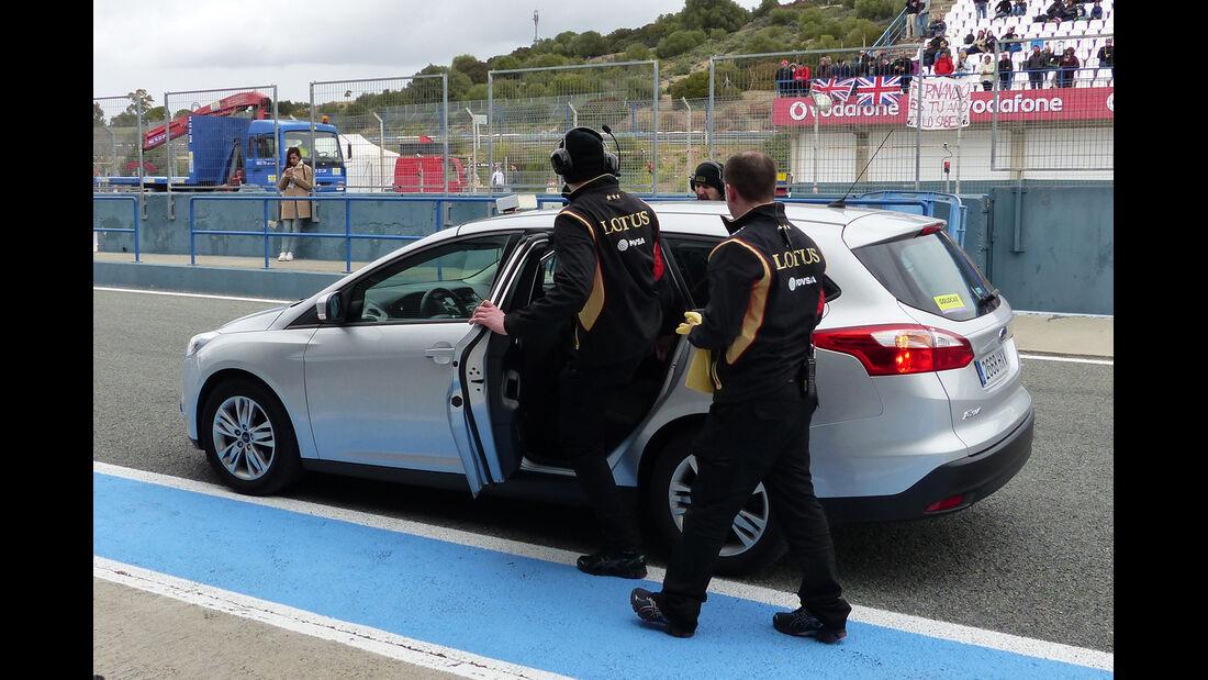 Lotus-Mechaniker - Formel 1-Test - Jerez - 2. Februar 2015