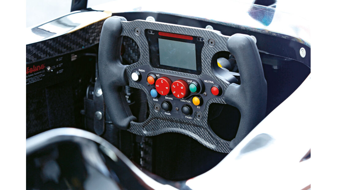 Lotus T125, Cockpit