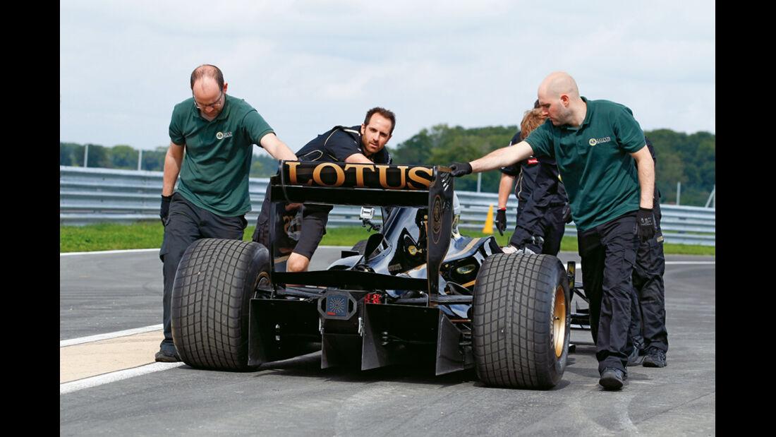 Lotus T125, Mechaniker