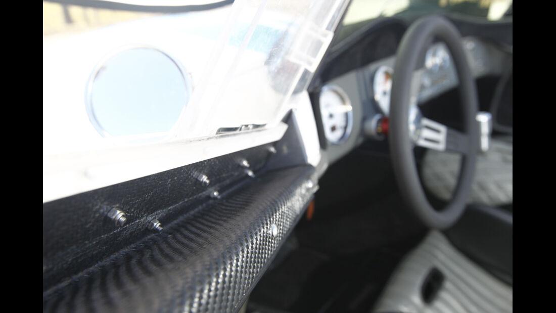 Lucra LC470, Cockpit