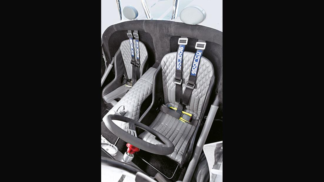 Lucra LC470, Sitze
