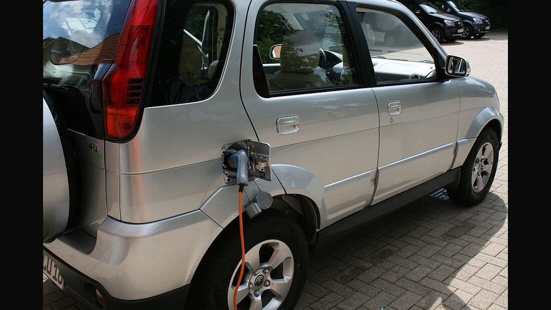 Luis 4U green, Elektroauto, E-Auto, SUV, Aufladen, Ladestecker
