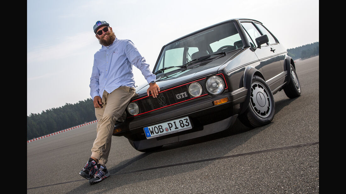 MC Fitti vor VW Golf GTI