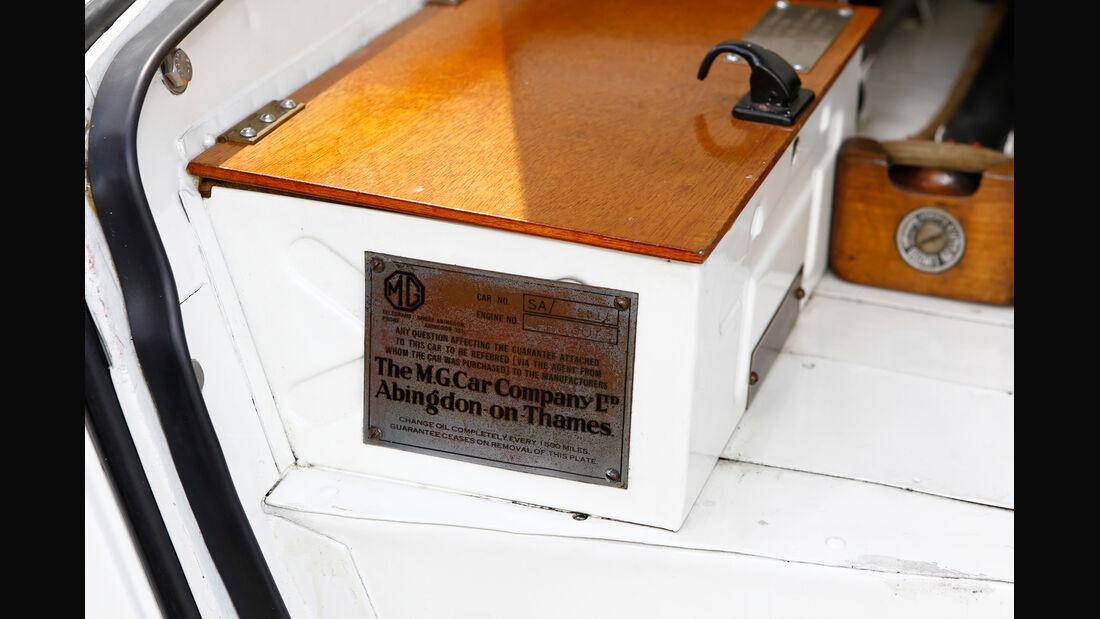 MG SA Tickford DHC, Plakette