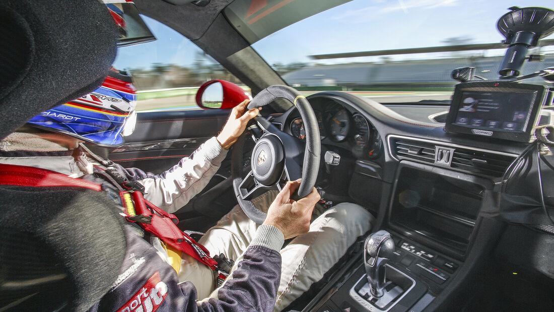 Manthey-Porsche 911 GT2 RS MR, Interieur