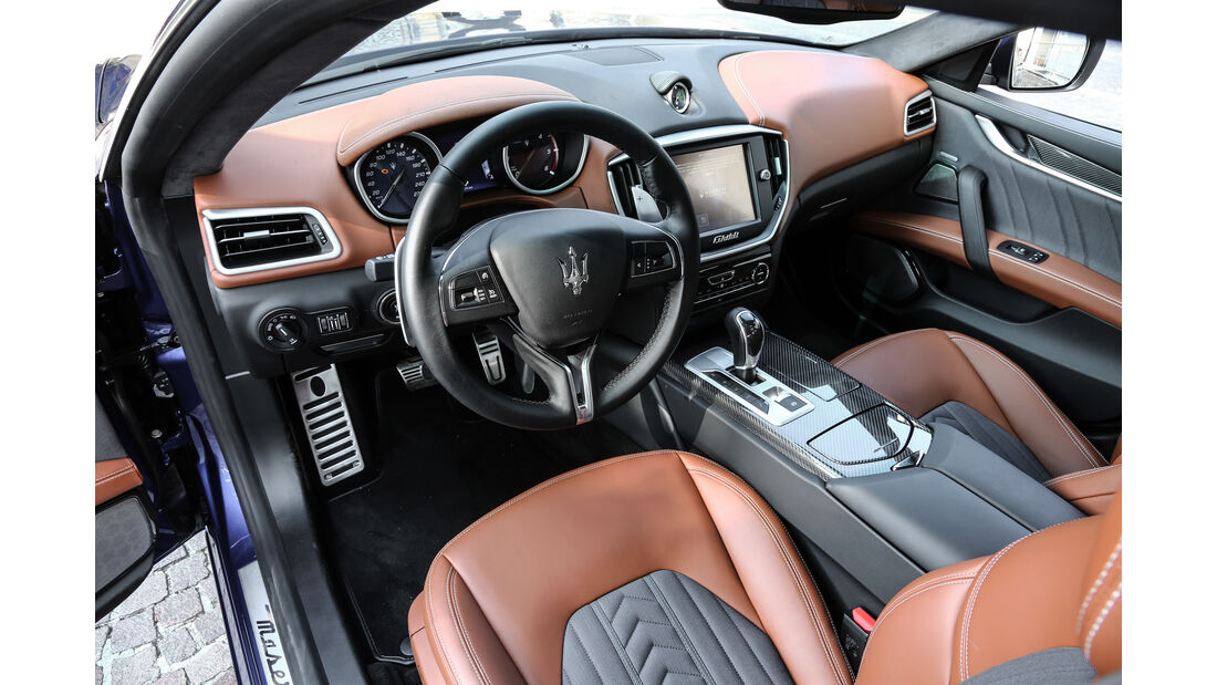 Maserati Gibli, Cockpit