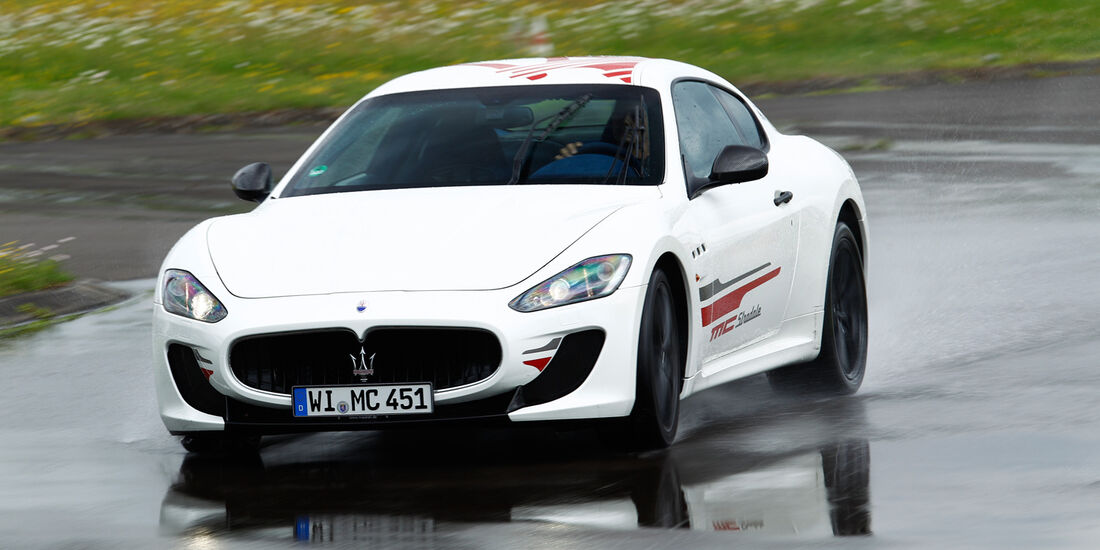 Maserati Gran Turismo MC Stradale, Frontansicht, Nasshandling