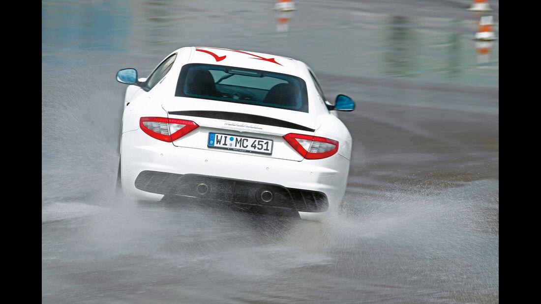 Maserati Gran Turismo MC Stradale, Heckansicht, Nasshandling