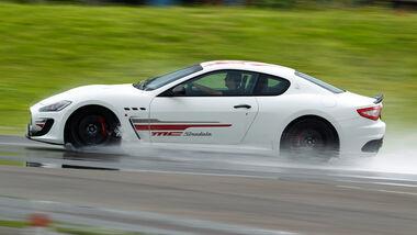 Maserati Gran Turismo MC Stradale, Seitenansicht, Nasshandling