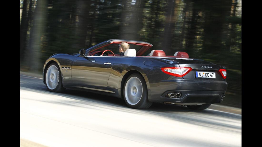Maserati GranCabrio, Rückansicht, Fahrt