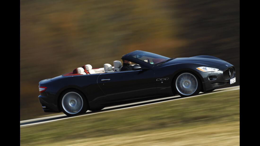 Maserati GranCabrio, Seitenansicht, Fahrt
