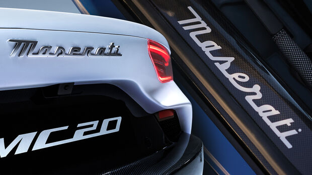 Maserati MC20 MC12 neues Logo Schriftzug Vergleich
