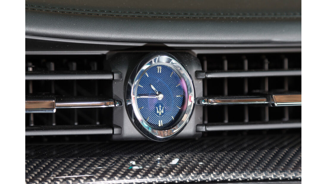 Maserati Quattroporte A Q4, Uhr
