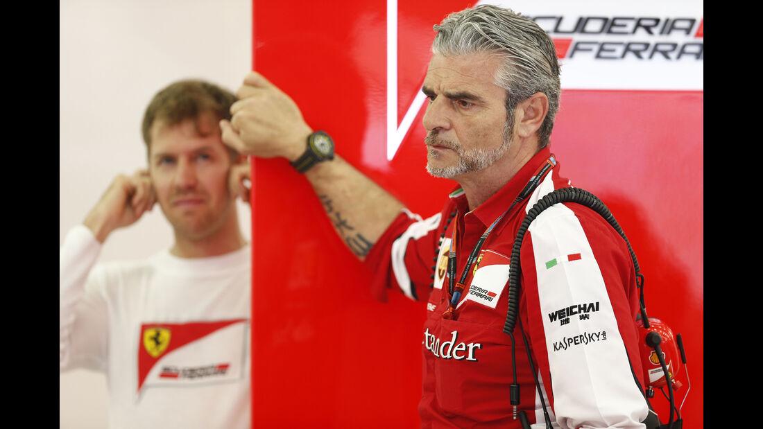 Maurizio Arrivabene & Sebastian Vettel - Ferrari - Formel 1 - GP Bahrain - 18. April 2015