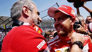 Maurizio Arrivabene - Sebastian Vettel - Ferrari - GP Mexiko 2017 - Qualifying