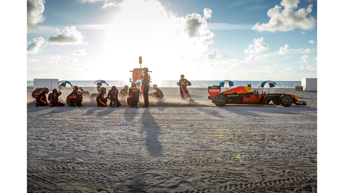 Max Verstappen - Red Bull USA Roadtrip - Showrun - Formel 1 2018