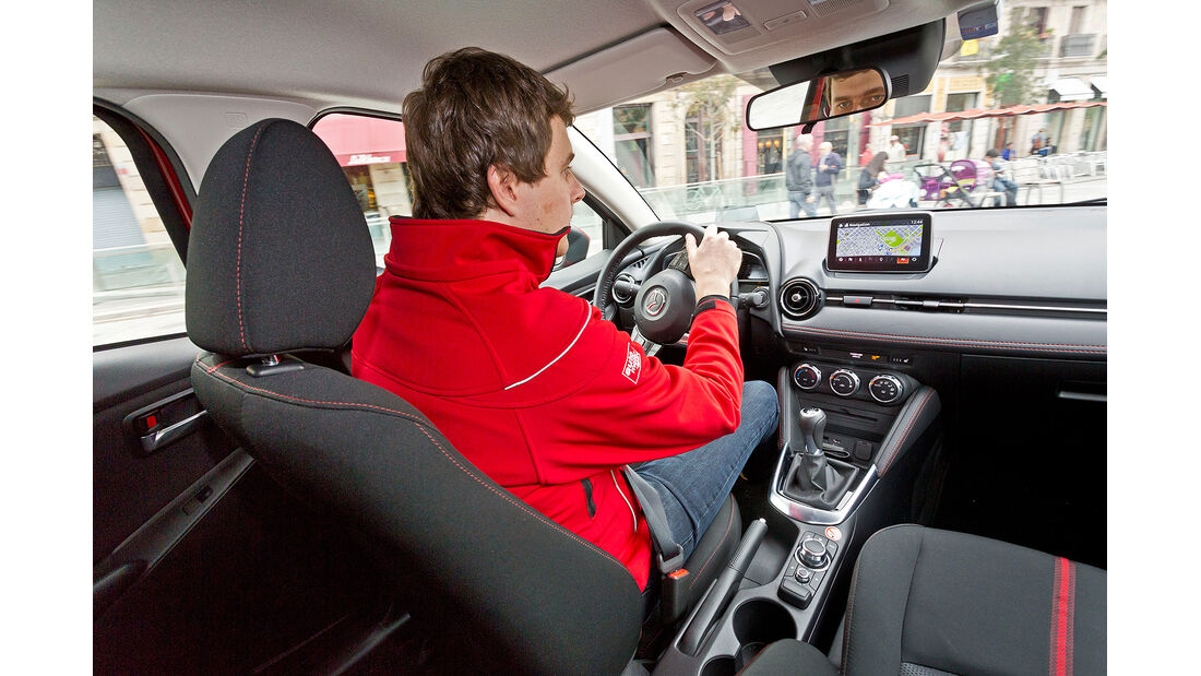 Mazda 2, Innenraum, Cockpit