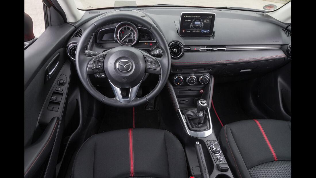Mazda 2 Skyactiv-G 115 i-Eloop, Cockpit