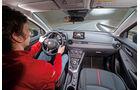 Mazda 2 Skyactiv-G 115 i-Eloop, Cockpit, Fahrersicht