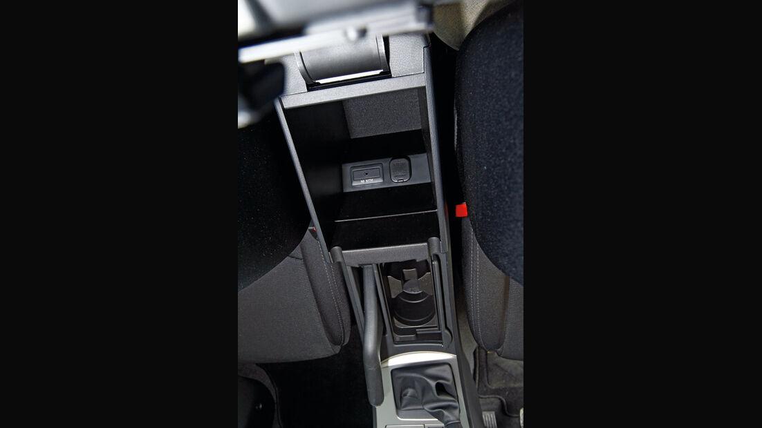 Mazda 3 2.0 MZR i-STOP, Detail, Ablagefach, Mittelkonsole