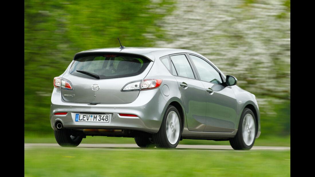 Mazda 3 2.0 MZR i-STOP, Seitenansicht, von hinten, Überlandfahrt