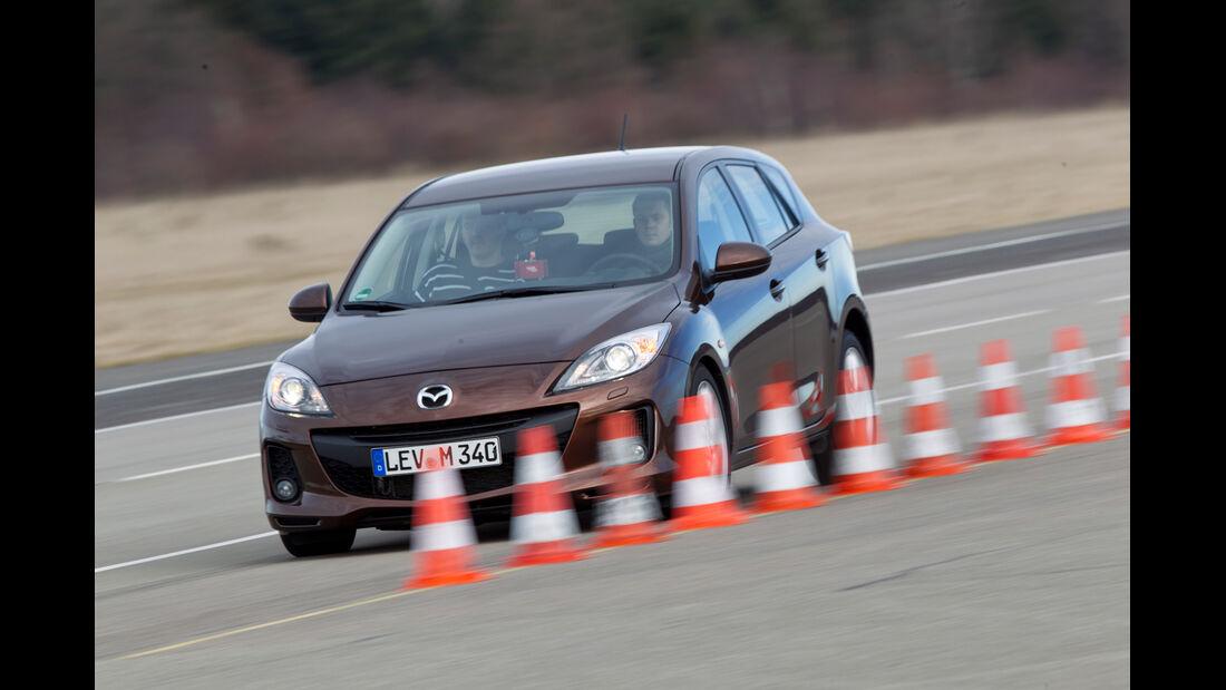 Mazda 3 2.2 MRZ-CD, Seitenansicht, Bremstest
