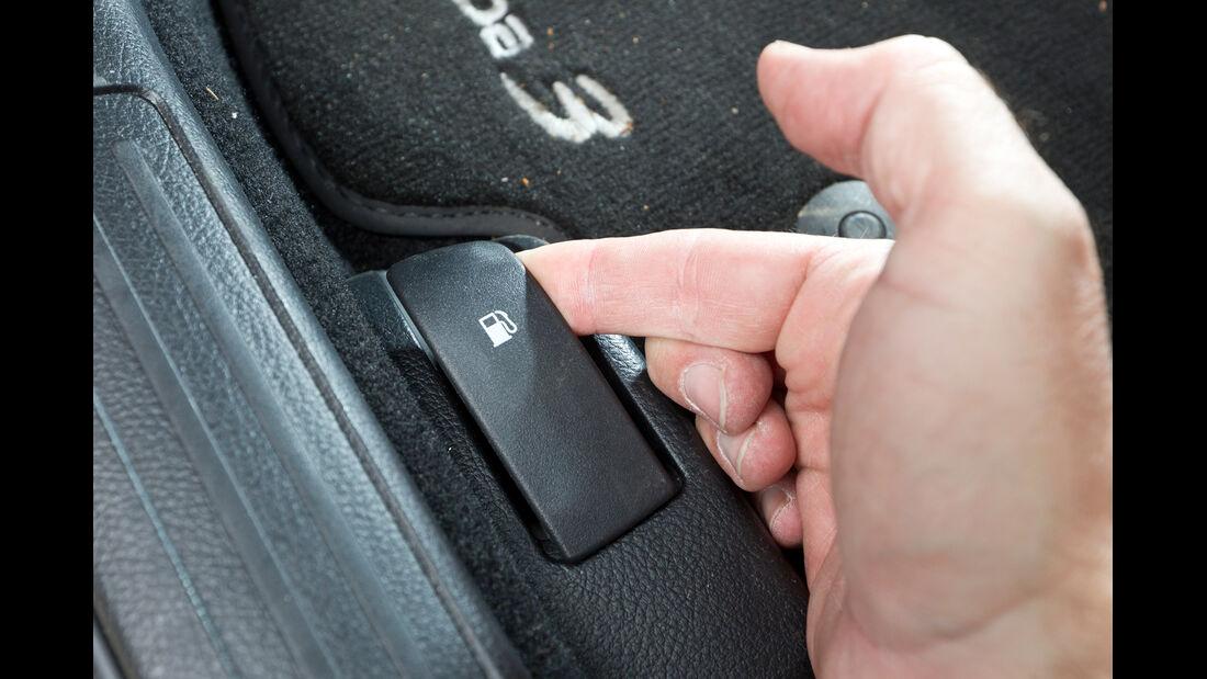 Mazda 3 2.2 MRZ-CD, Tankhebel, Tankklappe öffnen