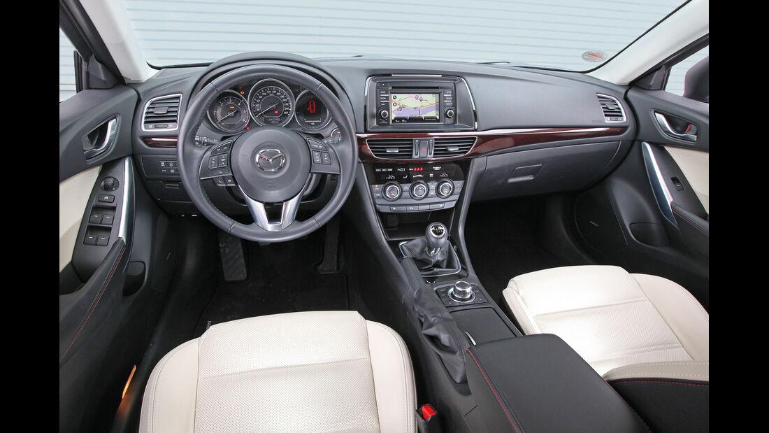 Mazda 6 Kombi 2.2i D, Cockpit, Lenkrad