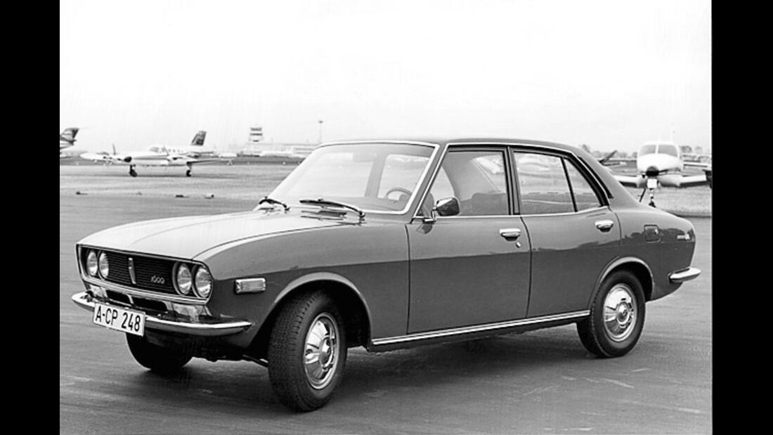Mazda 618 stehend von seitlich vorne