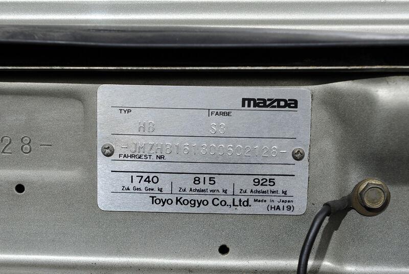 Mazda 929 Coupe, Herstellerplakette, Detail