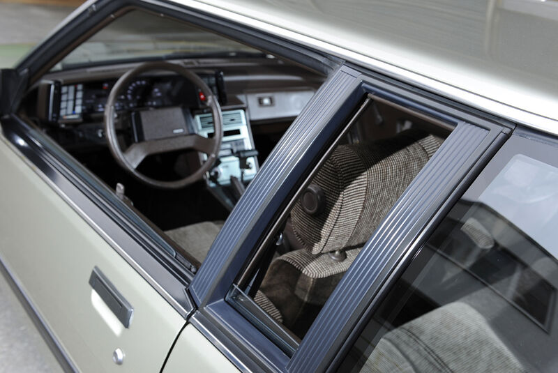Mazda 929 Coupe, Seitenansicht, Cockpit, Detail