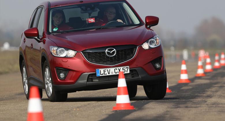 Mazda CX-5 2.2 D, Frontansicht, Slalom