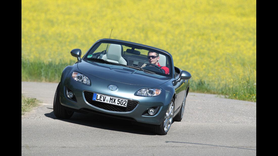 Mazda MX-5 1.8, Frontansicht, Kurvenfahrt, Wiese