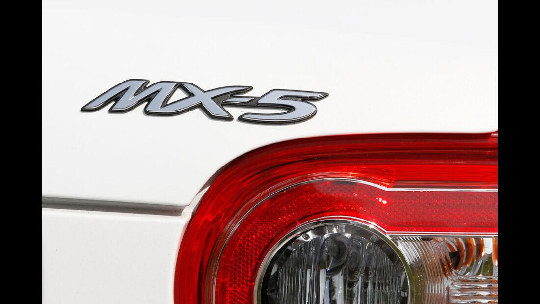 Mazda MX-5 2.0, Schriftzug, Emblem, Typenbezeichnung